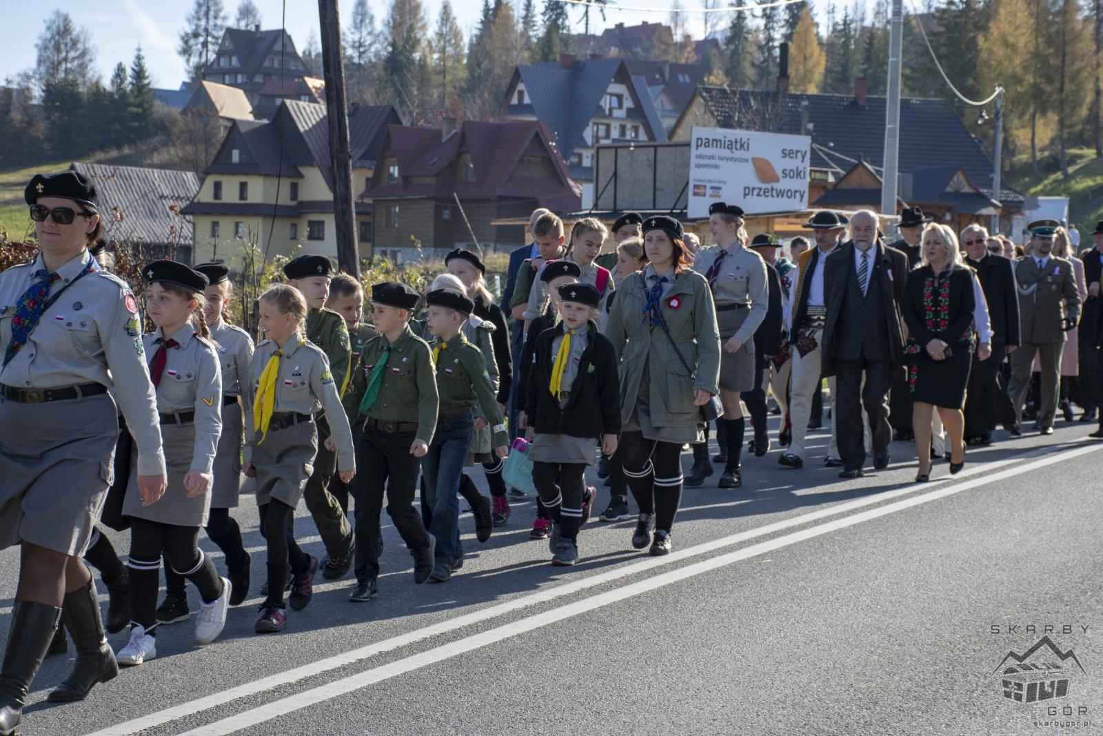 Obchody 100-lecia niepodległości w Bukowinie Tatrzańskiej - Przejście przez Bukowinę Tatrzańską