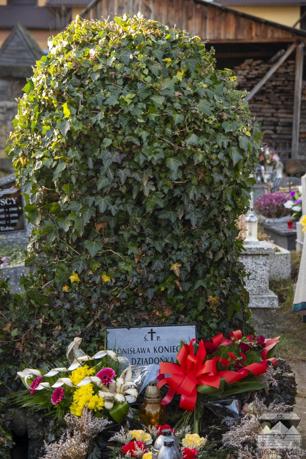 XIII Spotkanie Muzyk Podhalańskich Dziadońcyne Granie - Złożenie kwiatów na grobie Dziadońki